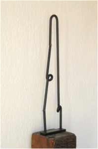 """""""Contorno"""". Hierro (material reciclado). 71 x 18 x 6 cm. 2011"""