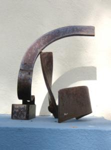 """""""Curvas conjugadas"""". Hierro (material reciclado). 30 x 25 x 25 cm. 2009"""