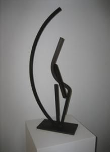 """""""Entrelazadas con la luna"""". Hierro (material reciclado). 70 x 30 x 15 cm. 2009"""