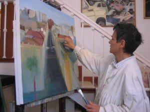 Concha Daud en su estudio de pintura